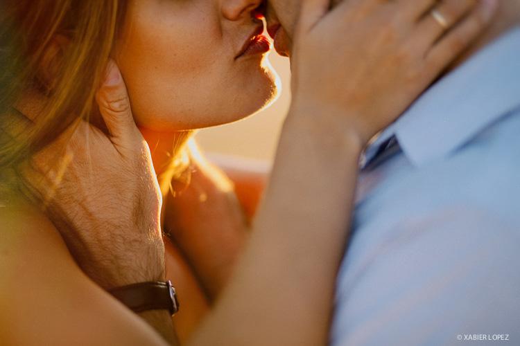 beso apasionado de una pareja enamorada